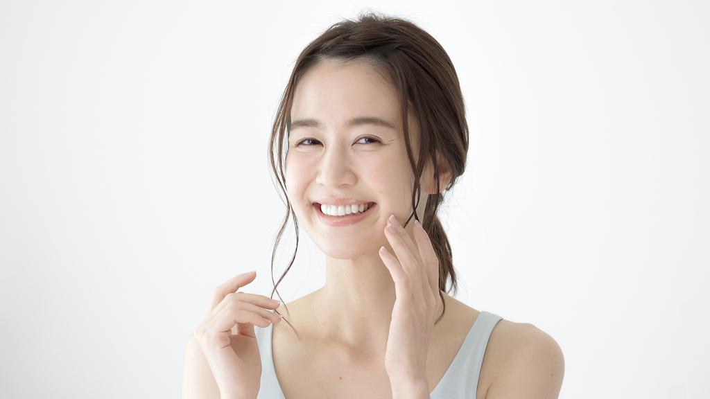 自分で歯を白くしたい!ホワイトニングに通わずに白くする方法と着色させない対策